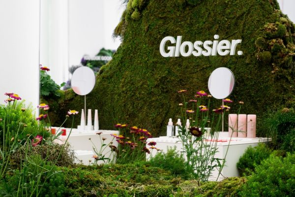 Glossier-Pop-up-01