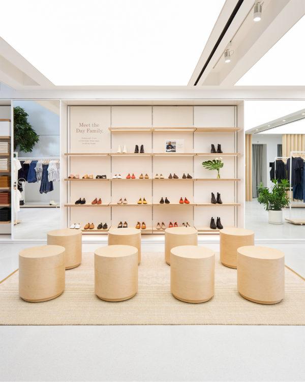 everlane-williamsburg-store-interiors-retail-brooklyn-new-york-city-usa_dezeen_2364_col_4